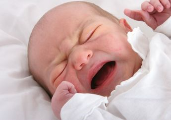 Bayi Baru Lahir Menangis Melulu, Artinya Kolik. Ini Cara Mengatasinya