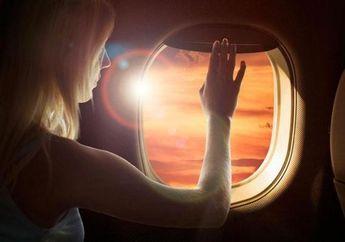 Ini Alasan Tirai Jendela Pesawat Harus Dibuka Saat Take Off dan Landing Meskipun Malam Hari
