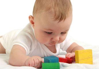 Inilah Cara Menghindarkan Bayi Dari Bahaya Tersedak dan Jatuh