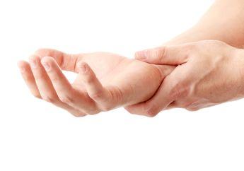 Tangan Sering Gemetar? Ini Dia Penyebab yang Tak Banyak Diketahui