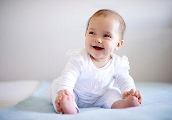 Kapan Bayi Mulai Bisa Duduk Sendiri dengan Tegak?