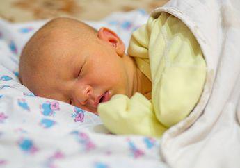 Moms Perlu Tahu, Ini Penyebab Penyakit Kuning Pada Bayi!