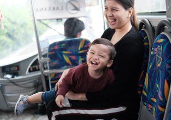 Tya Ariestya Tak Malu Ajak Si Kecil Bepergian Naik Transportasi Umum, Ini Manfaatnya Moms!
