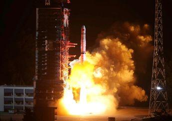 Tiongkok Luncurkan Satelit Untuk Jelajahi Sisi Terjauh Bulan