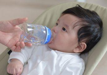 Apakah Memberi Air Putih Pada Bayi Diare Perlu untuk Cegah Dehidrasi?