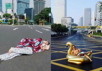 (Foto) Rayakan Kosongnya Jakarta yang Ditinggal Mudik, Orang-orang Ini Berfoto di Tengah Jalan dengan Gaya Kocak