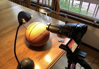 Cowok Ini Membuktikan Bumi Itu Bulat dengan Bola Basket dan Kamera SLR