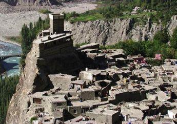 Benteng Abad Pertengahan yang Tersembunyi di Pegunungan Pakistan