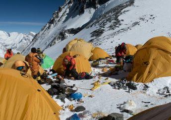 Menyedihkan, Gunung Everest Kini Dipenuhi Sampah Para Pendaki