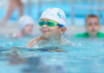 Agar Anak Berani dan Aman Saat Berenang, Ajarkan Teknik Ini Yuk!
