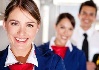 Bukan Senyum Biasa, Ini Arti Senyuman Pramugari Kepada Kita Saat Masuk Pesawat