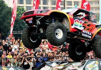 Gajah Monster, Melompat dan Melindas Mobil di Gambir Expo Kemayoran