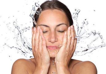 Debu dan Kotoran Lenyap dengan 5 Sabun Cuci Muka yang Nggak Lebih dari 100 Ribu!