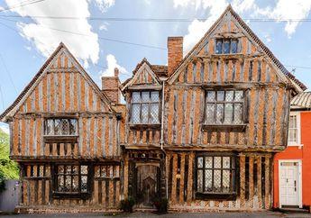 Yuk Kenalan dengan Tudor Style, Gaya Rumah Masa Kecil Harry Potter