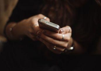 5 Hal yang Harus Kamu Hindari Saat Chatting dengan Gebetan
