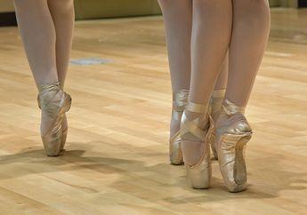 Kenapa Penari Balet Bisa Kuat Berdiri dengan Jari Kaki Berjinjit, ya?