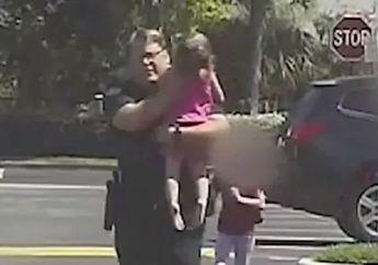 Setelah Beli Alkohol Wanita Ini Tinggalkan Putrinya Terkunci dalam Mobil, Untung Polisi Segera Datang