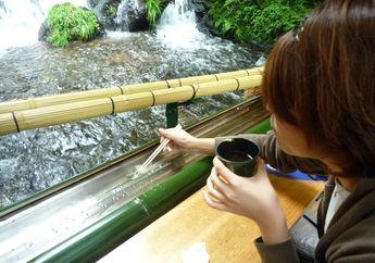 Nagashi-Somen, Tradisi Unik Makan Mi yang Meluncur di Atas Bambu