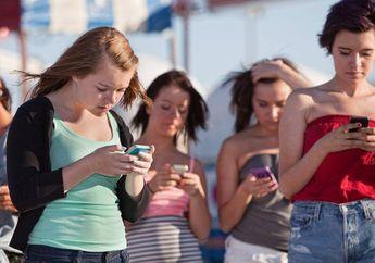 Sama Sulitnya dengan Anak, Orang Dewasa Juga Susah Lepas dari Ponsel, Kenapa?