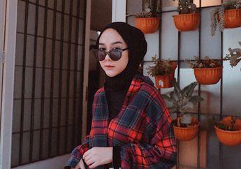 Inspirasi Gaya Hijab dengan Busana Flanel ala Selebgram Intan Khasanah