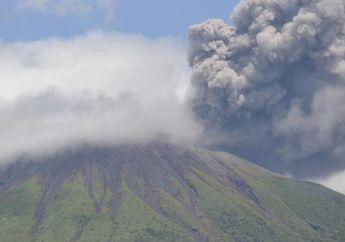 Gunung Gamalama Meletus, Asap Putih Kelabu Setinggi 250 Meter