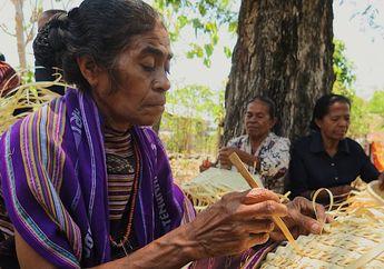 Asiknya Bikin Anyaman Tradisional Bareng Masyarakat  Flores Timur