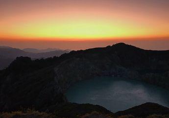 Menawannya Matahari Terbit di Puncak Gunung Kelimutu, Flores