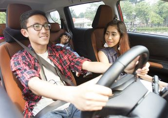 Kenapa Sih Anak Kecil Dilarang Duduk di Jok Mobil Depan?