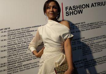 Stylo of The Day, Gaya White on White ala Whulandary Herman di Jakarta Fashion Week 2019