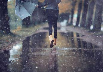 Ini Lho yang Dilakukan Zodiak Saat Hujan Turun. Setuju, Girls?