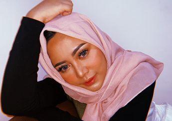 Tampil Modis ala Gaya Fashion Hijab Rachel Vennya yang Serba Hitam