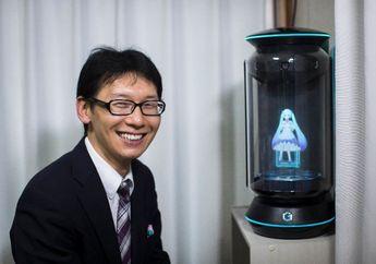 Bukti Cinta Itu Buta: Pria Asal Jepang Ini Nikahi Sebuah Hologram