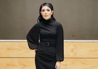 Nindy Ayunda Curi Perhatian Saat Kenakan Jepit Rambut ala Tahun 90-an!