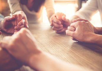 Sedang Menghadapi Orang yang Sedang Mengalami Musibah? Jangan Pernah Ucapkan Kata-kata Klise Ini