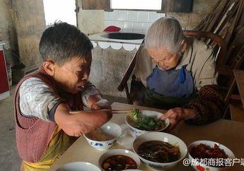 Kisah Cai: Wanita yang Menjadi Cacat Karena Minum Obat, Berusaha Merawat Ibunya yang Berusia 100 Tahun Seorang Diri