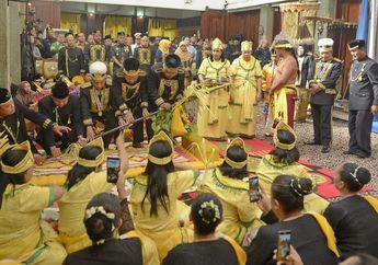 Yuk Simak Deretan Foto Penobatan Sultan Kutai Kartanegara yang Baru
