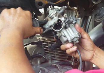 Trik Bersihkan Kotoran di Karburator Motor, Cukup Direbus Saja