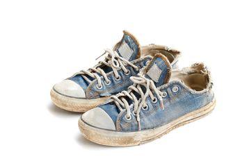 Ini 5 Tanda Kalian Harus Siap-Siap Ganti Sepatu Baru Kalo Udah Begini!