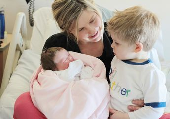 Perlukah Menjawab Jujur saat Anak Bertanya Asal Muasal Adik Bayi?