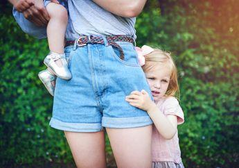 Apa yang Harus Dilakukan Kalau Si Kecil Selalu Takut Bertemu Orang Baru?