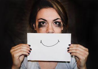 Tersenyum Bisa Membuat Bahagia? Peneliti Malah Sebut Selalu Tersenyum Merupakan Tanda Depresi Akut!