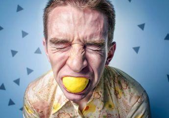 Mengapa Wajah Kita Mengernyit Ketika Makan atau Minum Sesuatu yang Asam?