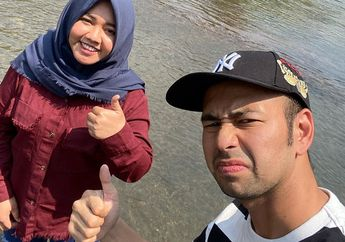 Gajinya Setara Manager di Jakarta, Rumah Panggung Pengasuh Rafathar di Kampung ini Sangat Sederhana, Tak Ada Kursi di Ruang Tamu dengan Dinding Kayu