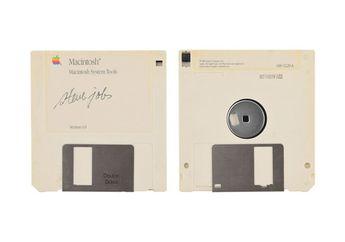 Disket Bertanda Tangan Steve Jobs Dilelang, Ditaksir Ribuan US Dolar