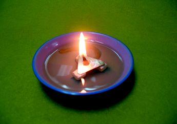 Yuk, Buat Lampu Minyak Pengganti Lilin!