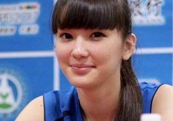 Gaya Tampilan Sederhana Sabina Altynbekova, Si Pevoli Cantik yang Tiba-tiba Menikah dengan Pria Misterius