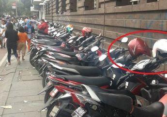 Ini Alasan Kenapa Kamu Nggak Boleh Naruh Helm di Spion Motor