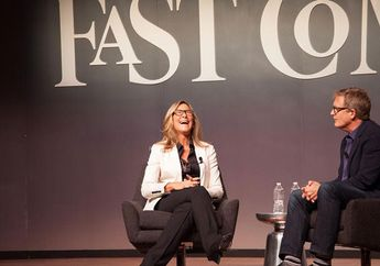 Sebelum ke Apple, Angela Ahrendts Habiskan 6 Bulan Kunjungi Apple Store