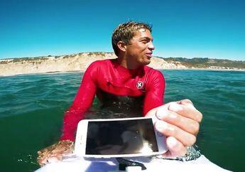 (Video) Komparasi iPhone 7 dan iPhone 6s Diajak Selancar di Pantai