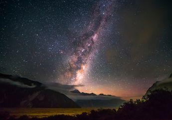 Cakram Bengkok dan Spiral dengan Bintang Raksasa di Ujung Bima Sakti